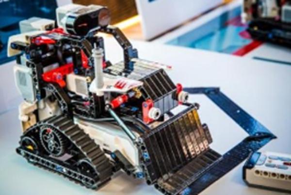 具有两种特质的孩子很适合学机器人编程!