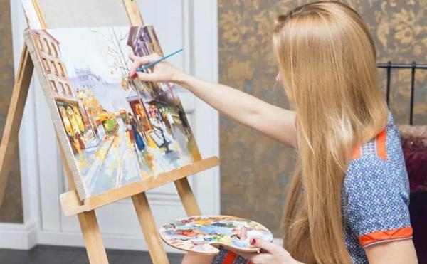 加盟卫斯塔美术市场以及客服方面有优势!