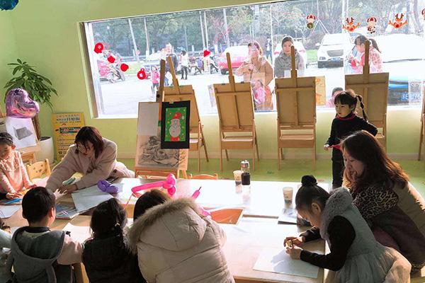 少儿美术教育加盟总部会给予扶持