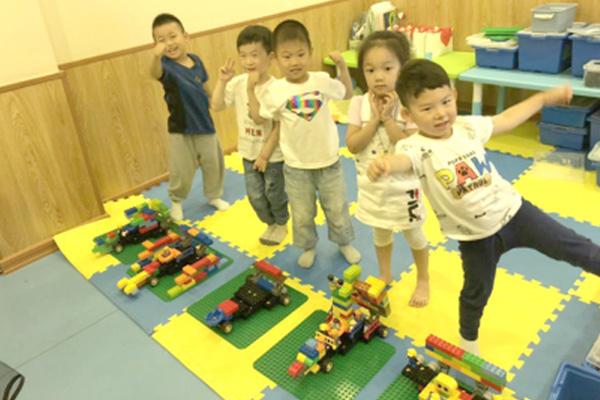 奇咔咔机器人教育加盟有其独特的发展特色